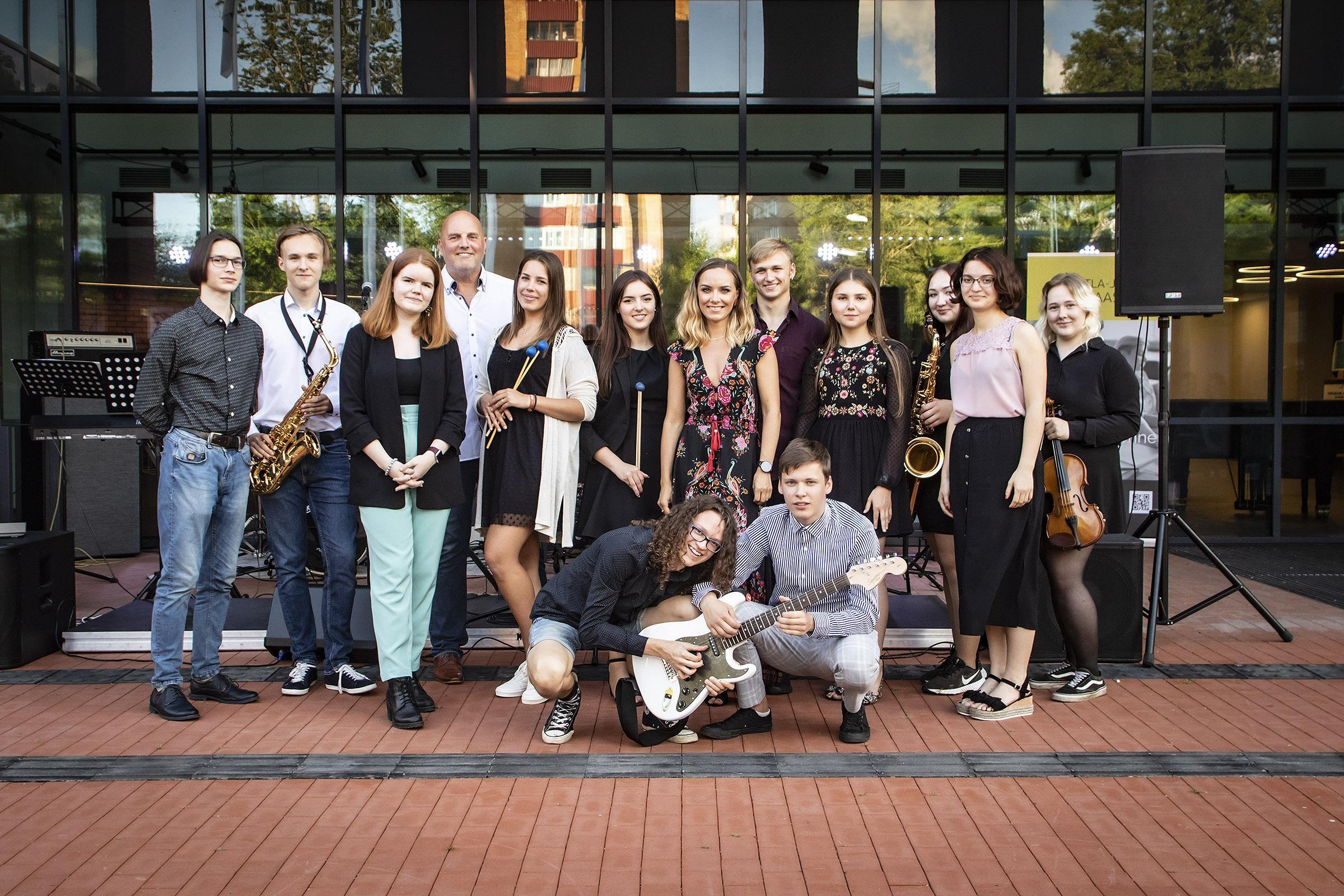 Noorteorkester andis suvekontserdi